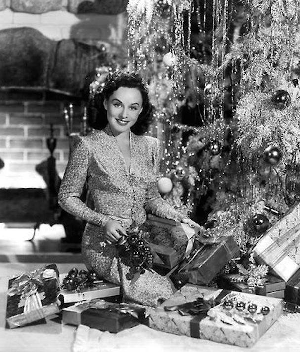 Christmas Paulette Godard 607