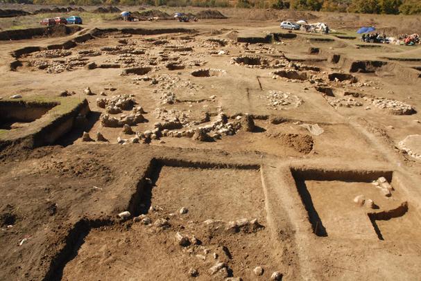 η αρχαιολόγος 607