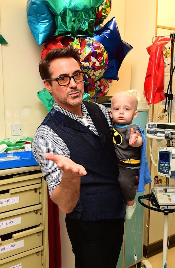 Robert Downey Jr. Visits Hospital 607 1