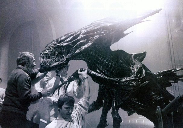 Backstage Aliens 607