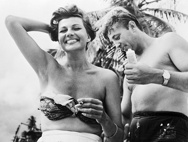 Rita Hayworth & Robert Mitchum 607