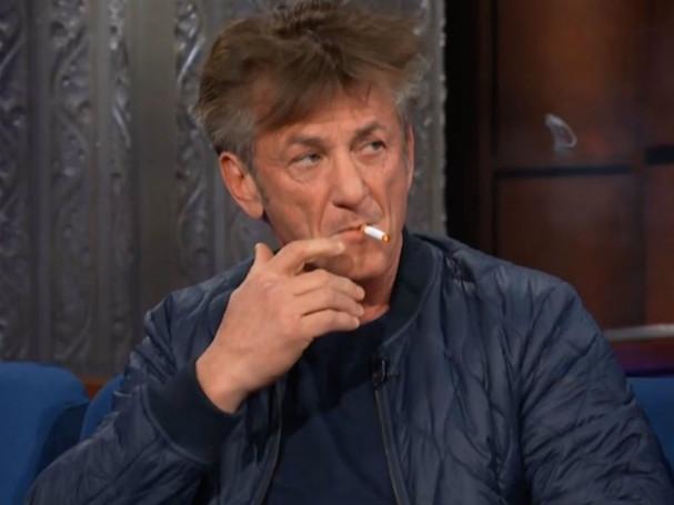 Sean Penn smokes 607 2
