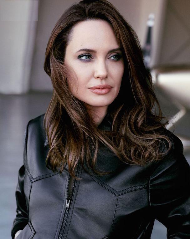 Angelina Jolie Elle 607 1